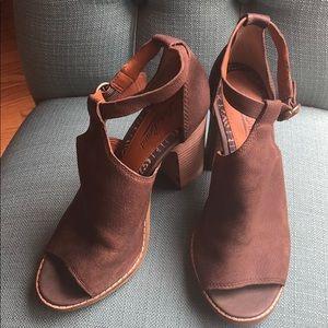 Lucky Brand brown peep toe